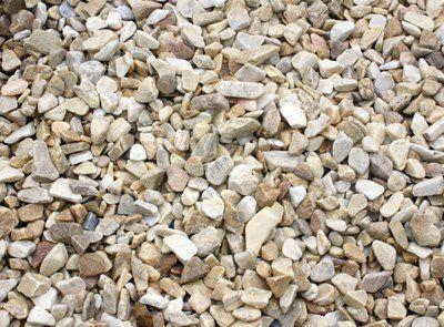 Canto rodado y piedra decorativa