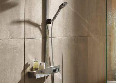 raindance-e-300-showerpipe_ambience_3x4